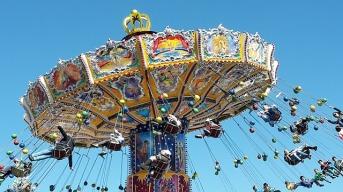 chain-carousel-2274009_640.jpg